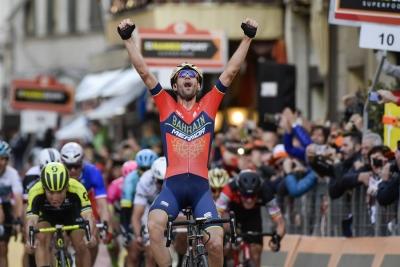 A Vincezo Nibali la Milano-Sanremo 2018