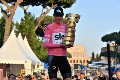 Chris Froome è il primo britannico a vincere il Giro d'Italia, completano il podio Dumoulin e Lopez