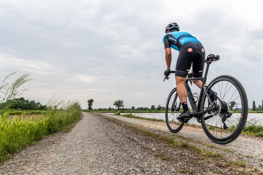 Gare, allenamenti o light gravel: Pirelli presenta il Cinturato Velo