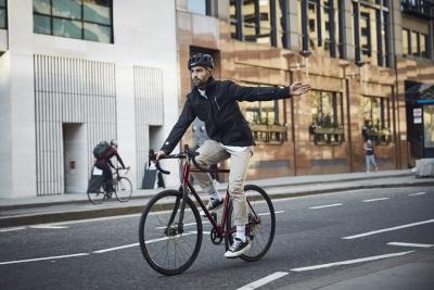 Smart Jacket, nasce da alcuni dipendenti Ford il concept che aiuterà i ciclisti metropolitani