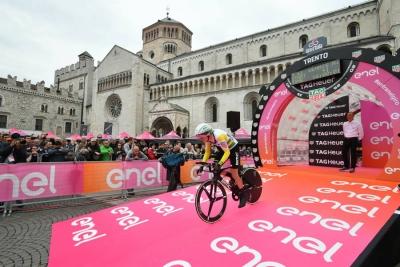 Giro 101: Rohan Dennis precede sul traguardo Martin e Dumoulin