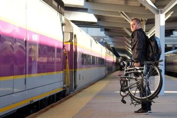 """Trenord: no alle bici in treno. Di Marco (M5S Lombardia): """"Misura va ripensata: così si penalizzano viaggiatori e pendolari""""."""