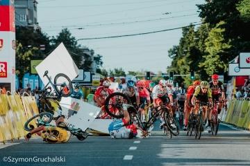 Un grave incidente ad alta velocità funesta la prima tappa del Tour de Pologne 2020
