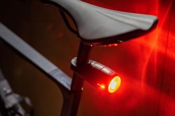 Curve Bike light & GPS tracker, Vodafone lancia un nuovo dispositivo per la sicurezza dei ciclisti
