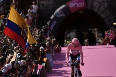Richard Carapaz vince il centoduesimo Giro d'Italia. Chad Haga la crono di Verona