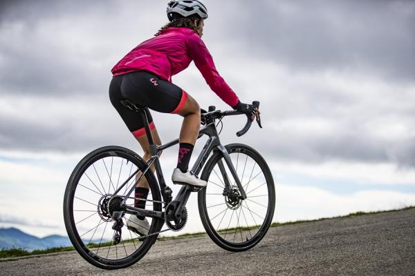 Liv Cycling, brand di Giant dedicato alle donne, presenta Avail Advanced, bici da strada dedicata all'endurance