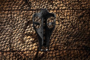 Bontrager Bat Cage, il portaborraccia realizzato utilizzando reti da pesca riciclate