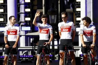 Nuova maglia bianca per il Team Trek-Segafredo durante il Tour de France