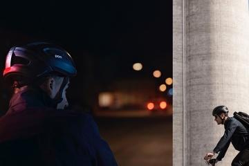 POC lancia l'Omne Eternal, primo casco autoalimentato al mondo
