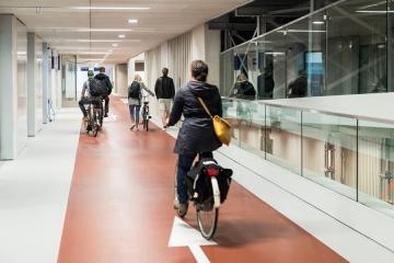 12.500 biciclette su tre piani per il più grande parcheggio di bici al mondo