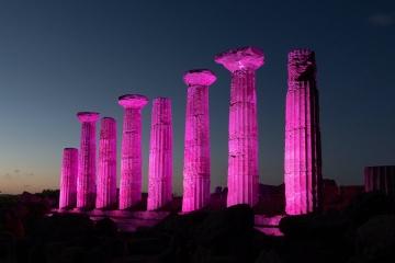A 100 giorni dalla partenza, si illuminano di rosa le città del Giro